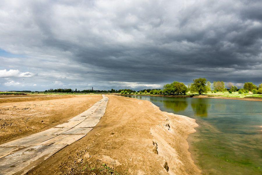 Ooijpolder aan de Waal bij Nijmegen van Michel van Kooten