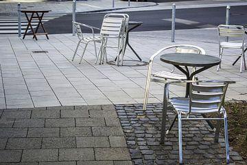 Table et chaises le matin sur Norbert Sülzner