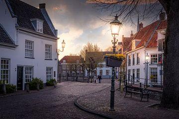 Straatverlichting in de straten van Amersfoort liggend van Bart Ros