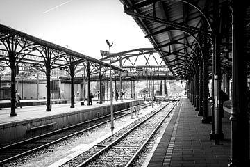 Station Groningen, Spoor 1 (zwart-wit) van Klaske Kuperus