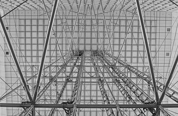 Lijnenspel in La Grande Arche de la Défense von