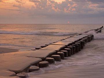 Buhne in de Oostzee bij zonsondergang van Katrin May