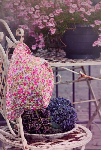 Fleurige gebloemde hoed van Ellen Driesse