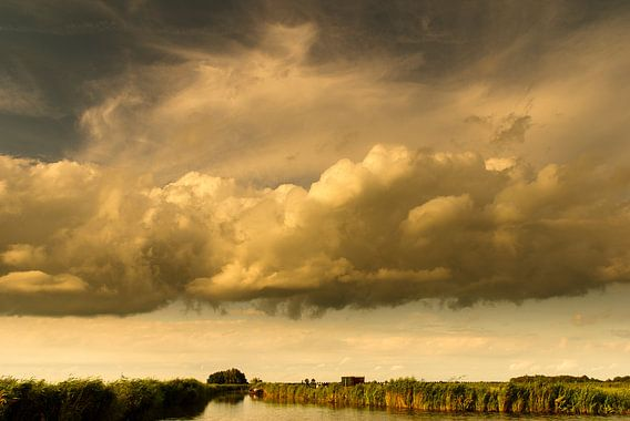 Buien boven het Jisperveld van Edwin van Amstel