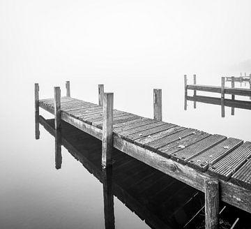 Anlegesteg im Nebel von Michel Knikker
