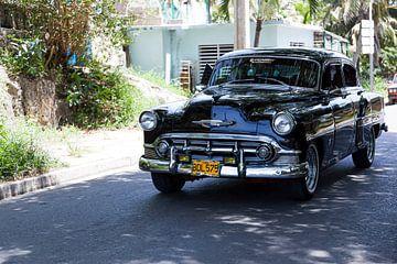 Cubaanse auto met kenteken BDL 575 in het straatbeeld (kleur)