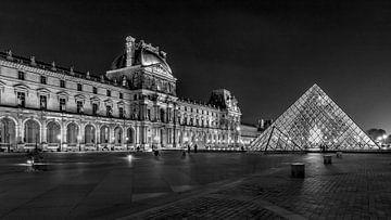 Noir-Blanc : Pyramide du musée du Louvre sur Rene Siebring