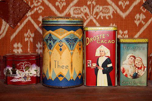 Retro Droste voorraadblikken met cacao, chocolade en thee van Inge Hogenbijl