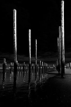 Schwarz-Weiß-Foto des Palendorp-Denkmals von Wim Stolwerk