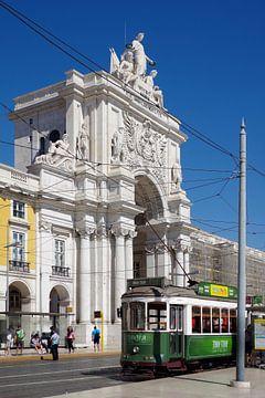 De Arco da Rua Augusta in Lissabon, voor de tram. van Berthold Werner