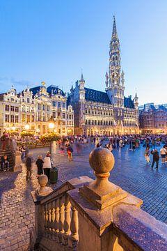 Grote Markt in Brussel in de avonduren van Werner Dieterich