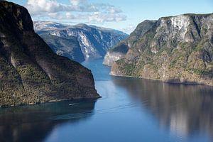 Blick in Norwegen über die Fjorde. von Martina van Raad
