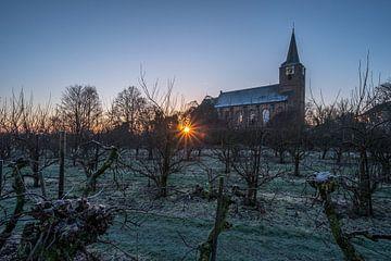 Zonsopkomst bij kerk Erichem von Moetwil en van Dijk - Fotografie