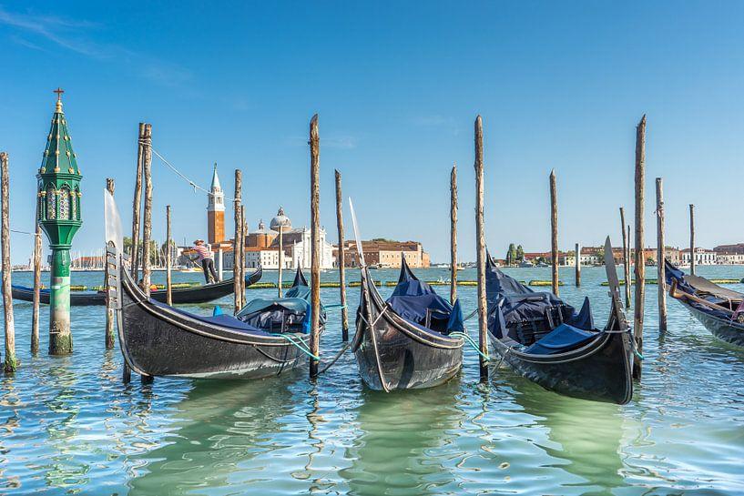 Gondola's op de Canal Grande in Venetië van Stefania van Lieshout