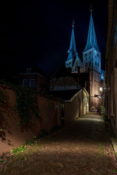 straatje naar de Bergkerk, Deventer. van Meindert Marinus