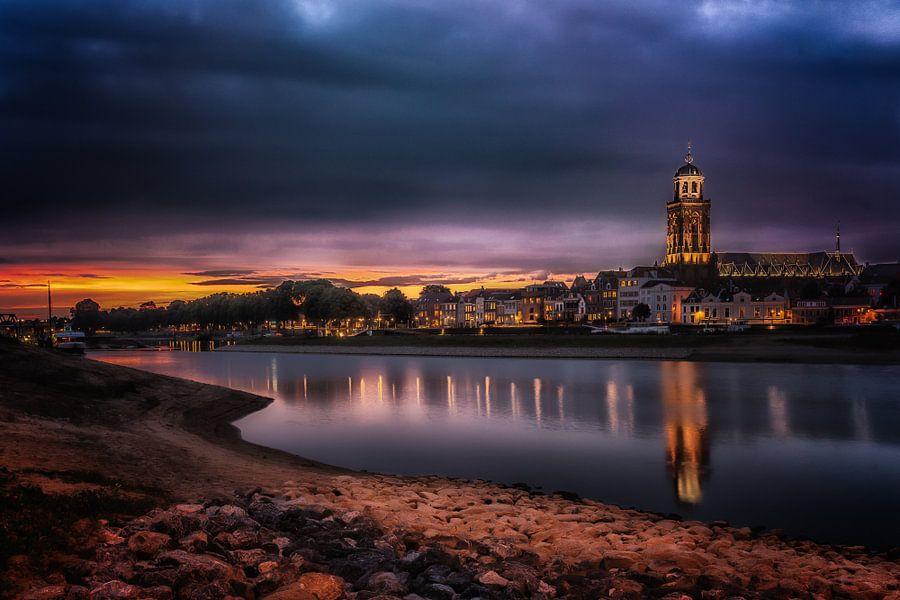 Deventer at Night, skyline met IJssel