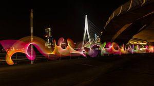 Lightpainting onder de Erasmusbrug in Rotterdam