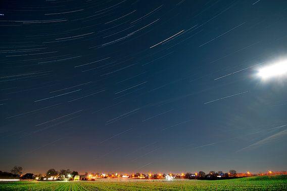Nederlands landschap van sterrenspoor tussen Veenendaal en Renswoude, Nederland van Jeroen Bos