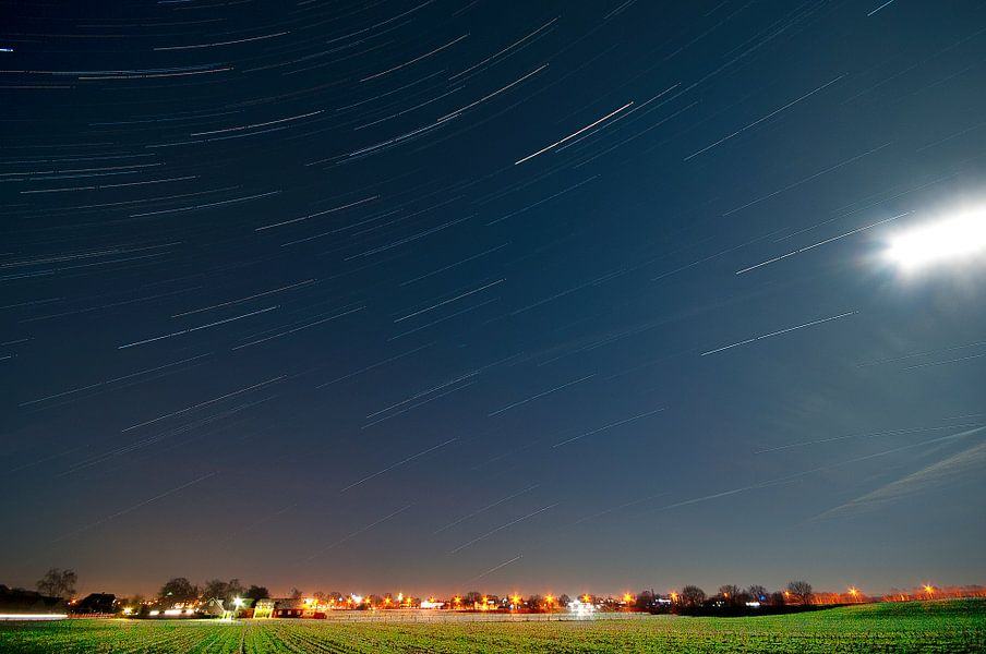 Nederlands landschap van sterrenspoor tussen Veenendaal en Renswoude, Nederland