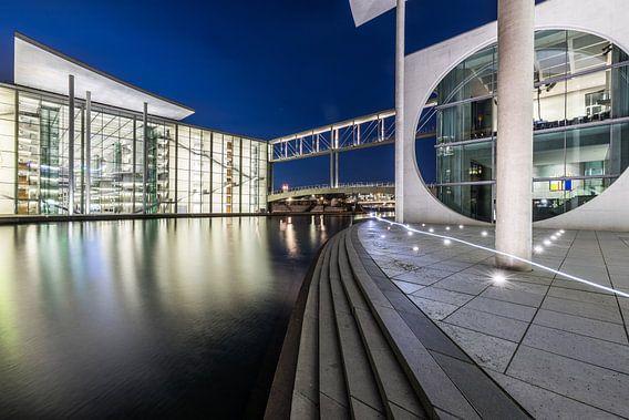Berlin Regierungsviertel zur blauen Stunde
