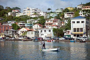 Gezicht op St. George's (Grenada - Caribisch gebied) van t.ART
