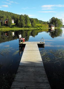 Finnse zomer - steiger op Fins meer van Jutta Klassen