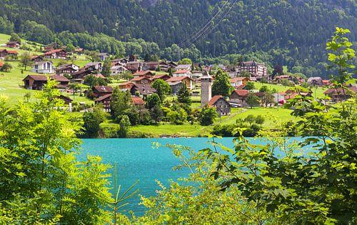 Zwitsers dorp aan het meer