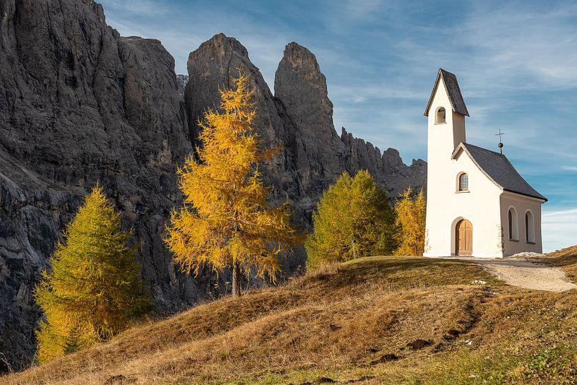 Kapel in de Dolomieten van John Faber