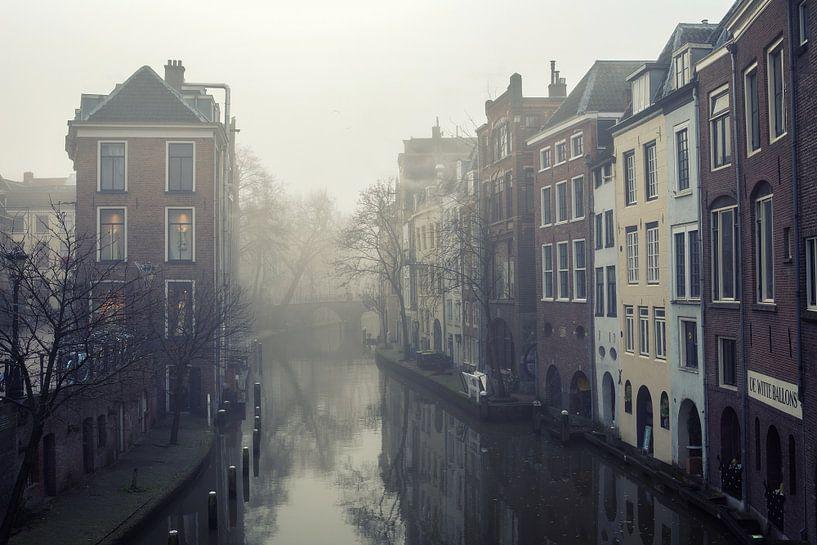 Mist boven de Oudegracht in Utrecht bij de Lichte Gaard van De Utrechtse Grachten