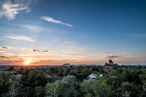Tikal zonsondergang van Kim van Dijk