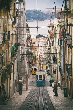 De kleine straten van Lissabon van Dennis just me