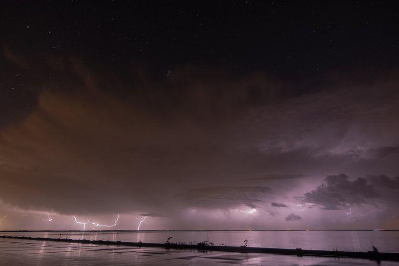Onweer boven de Oosterschelde van Bas de Visser