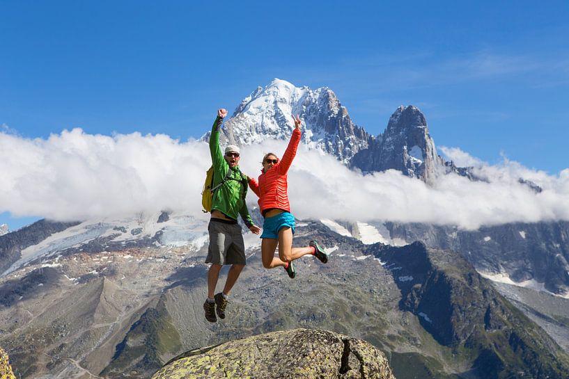 Vrolijk stel in Chamonix van Menno Boermans