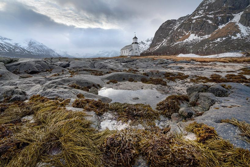 White church in Gimsoysand Lofoten Norway van Ab Wubben