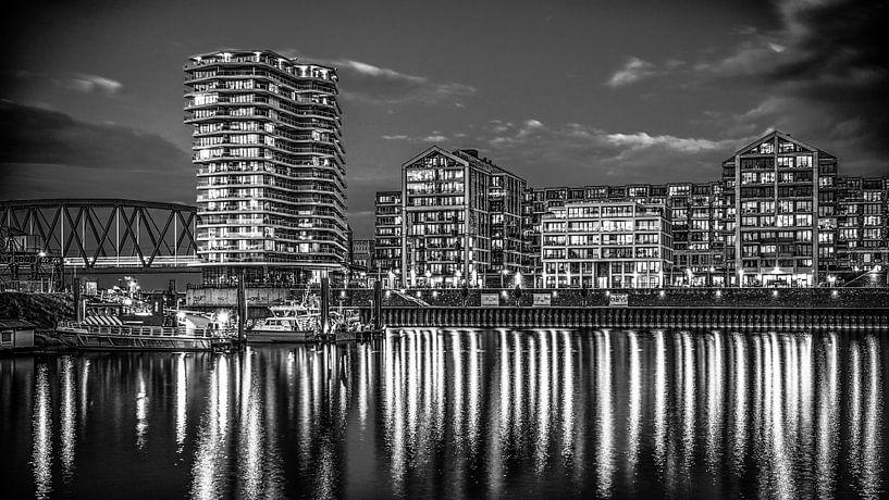 Nijmegen by night #6 (zwart wit) van Lex Schulte