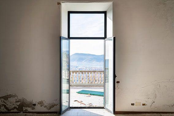 Verlaten villa met Prachtig Uitzicht. van Roman Robroek