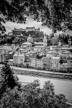 SALZBURG Blick auf die Altstadt | Monochrom  von Melanie Viola