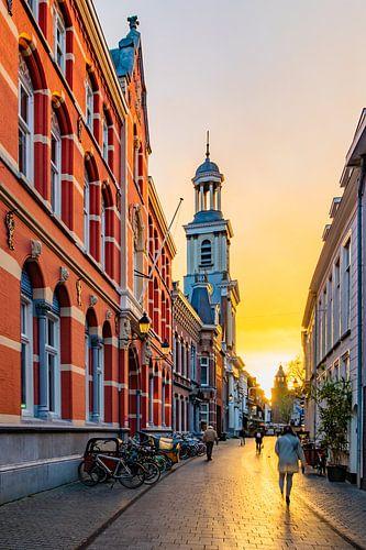 Zonsondergang in Breda , Sint Antoniuskathedraal