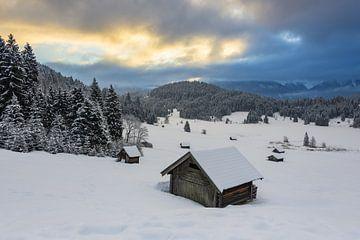 Winterochtend aan de Geroldsee in Beieren van Michael Valjak