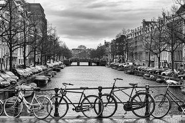Grachten von Amsterdam 03 (Schwarz-Weiss) von Manuel Declerck