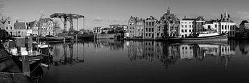 Zwart-wit panorama historische havenkom Maassluis von Maurice Verschuur