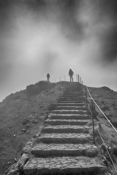 people on the pico arieiro on madeira island sur ChrisWillemsen
