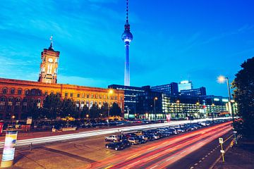 Berlin – Grunerstrasse / Rotes Rathaus van Alexander Voss