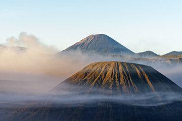 Morning light at volcano Mt. Bromo van Ralf Lehmann