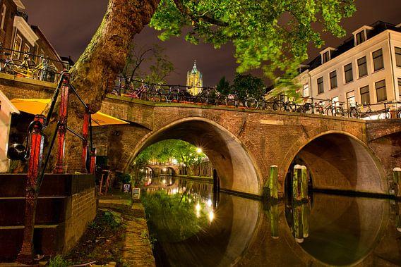 Utrecht Oudegracht: Domtoren bij Harmburgerbrug van martien janssen