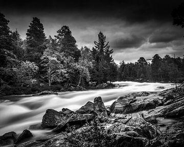 Fluss in Norwegen über dem nördlichen Polarkreis von Hamperium Photography