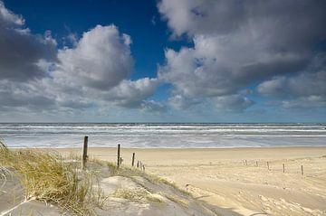 Strand opgang bij Bergen aan Zee in Noord Holland van Martin Jansen