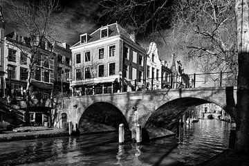 De Gaarbrug over de Oudegracht in Utrecht gezien vanaf de werf van De Utrechtse Grachten