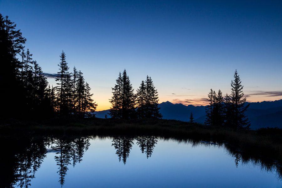 Een Bergmeer tijdens het Blauwe Uur