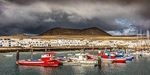 De haven van Caleta del Sebo op het kleine eiland La Graciosa